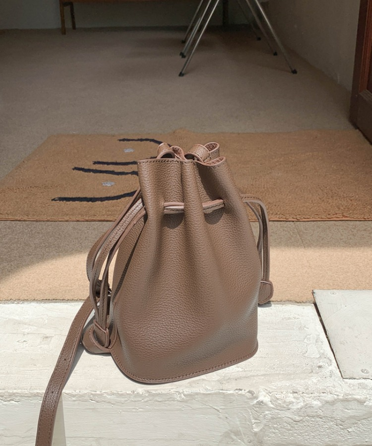 Dubi bucket bag