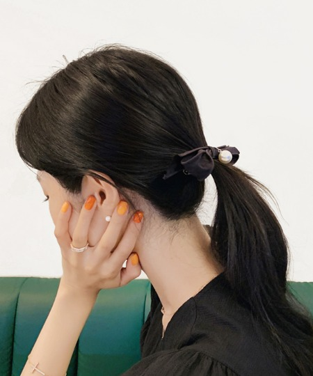 Black ribbon hairpin