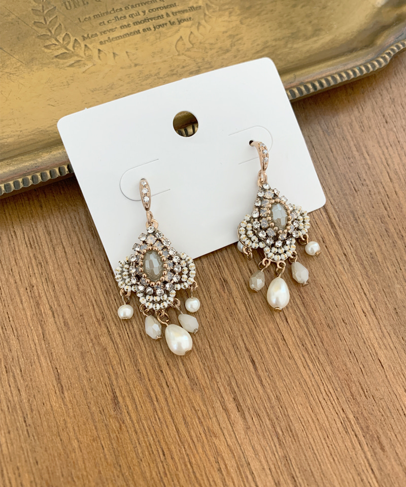 Romantic gold earrings