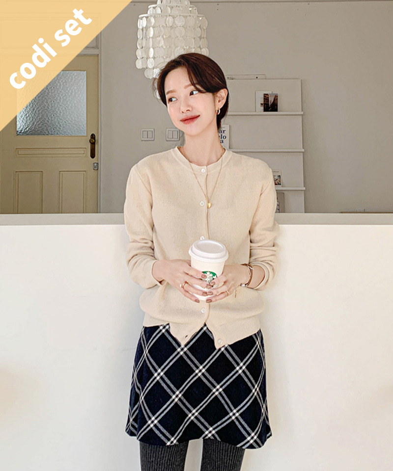Bubble Round Cardigan Wool 50% + Diamond Check Skirt