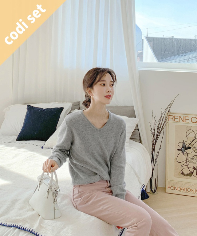 Spoon V-neck Knit Pine (Wool 60%) + Indie Pink Cotton Pants